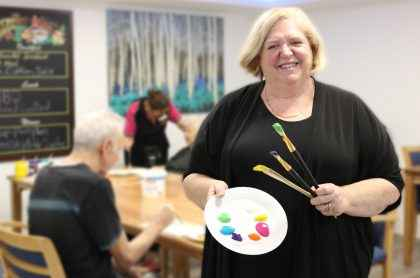 Judy Muir volunteers to run an art therapy class at Southhaven Aged Care.